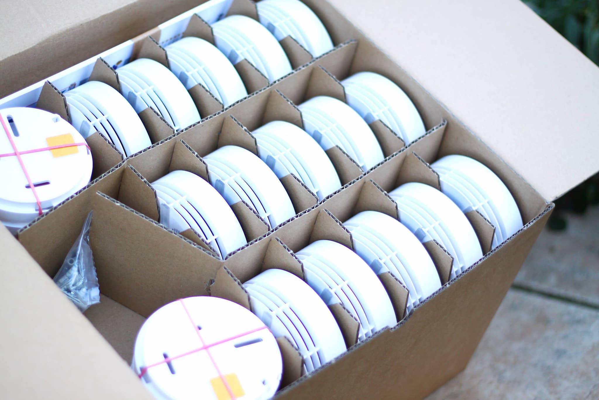Zur Rauchmelderberatung - Lieferung von verschiedenen Heckatron Rauchmelder noch in der Verpackung