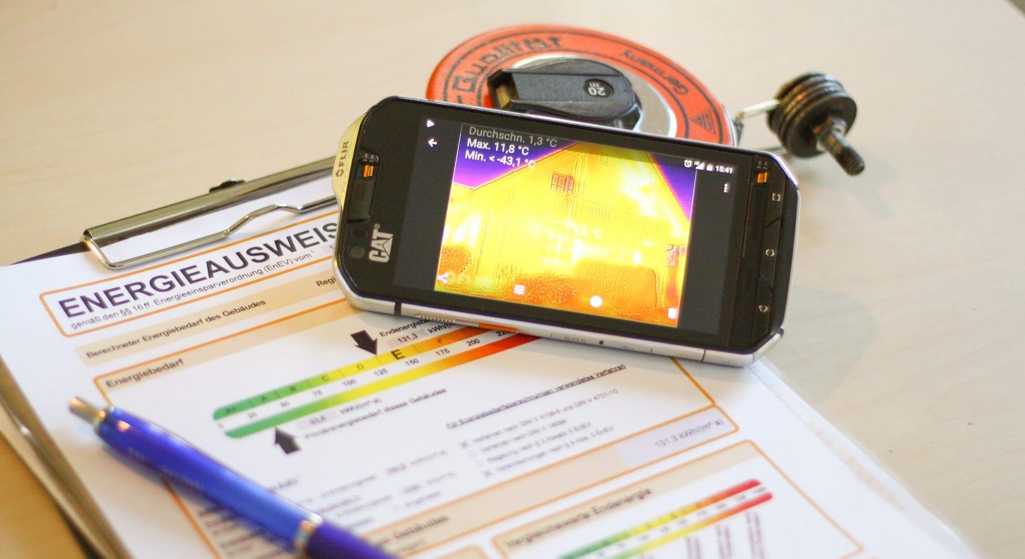 Energieberatung mit Wärmebildkamera zum Erstellen des Energieausweis