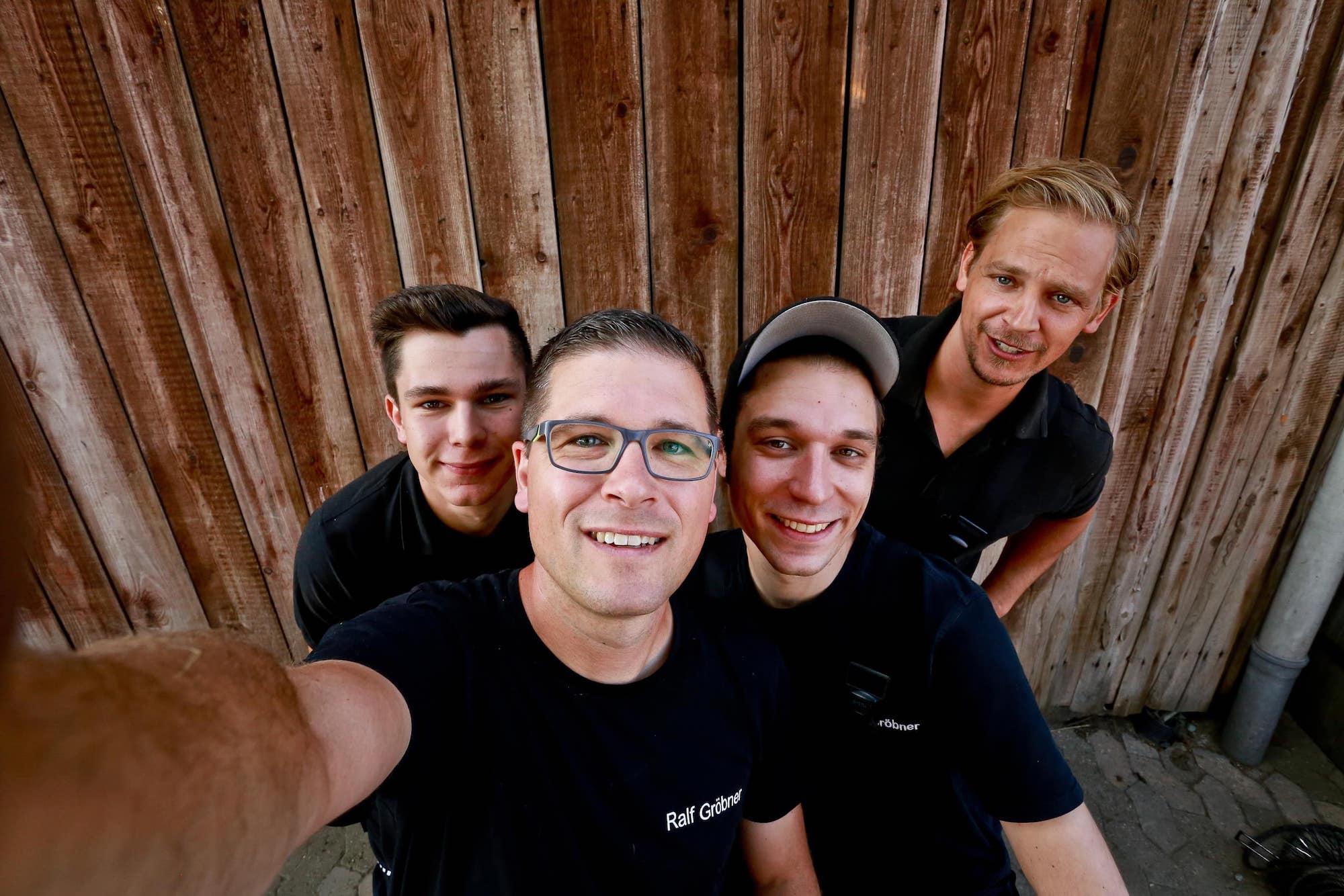 Team Selfie mit Timo Schädlich, Viktor Rauh, Ralf Gröbner und Jan Gröbner vom Schornsteinfegerbetrieb Ralf Gröbner
